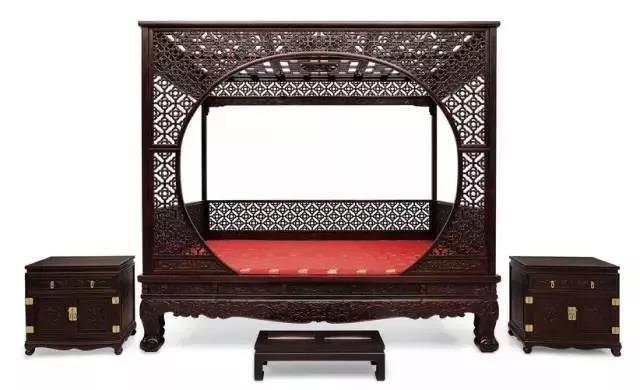 紫檀月洞门架子床