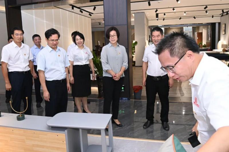 吴忠琼:充分发挥党建引领作用 助推南康家具产业高质量发展