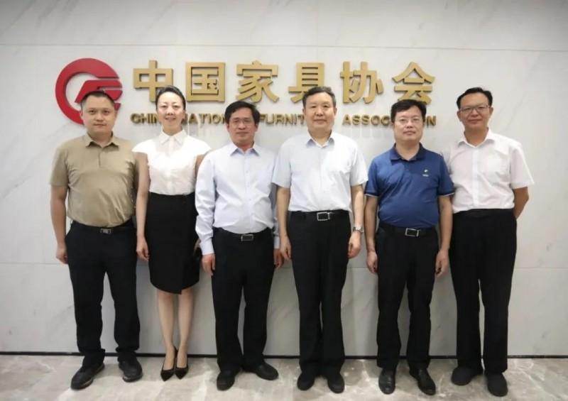 赣州市南康区委书记何善锦一行访问中国家具协会